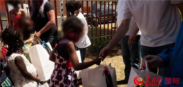 长城汽车携南非经销商向南非儿童福利院捐赠