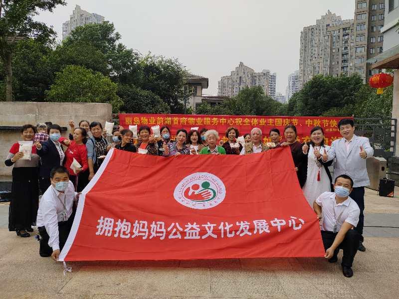 """武汉首倡""""百米关爱""""举动,公益助力疫后社区办事"""