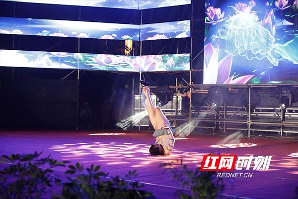 益阳:赫山残疾人艺术团首场大型公益晚会揭幕