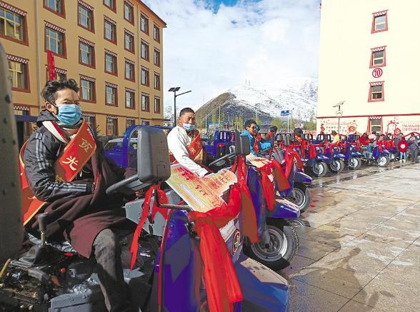 汇聚扶贫力量 联袂共赴小康——青海省各地开展国度扶贫日系列运动