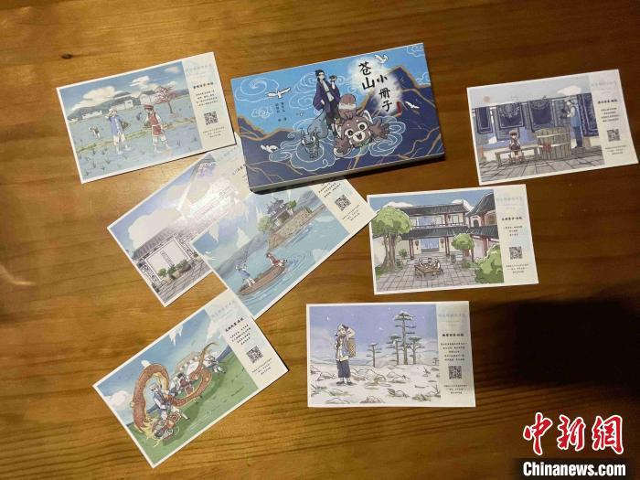 图为白族少女杨冬儿创作的以大理文化风光为背景的明信片。 缪超 摄