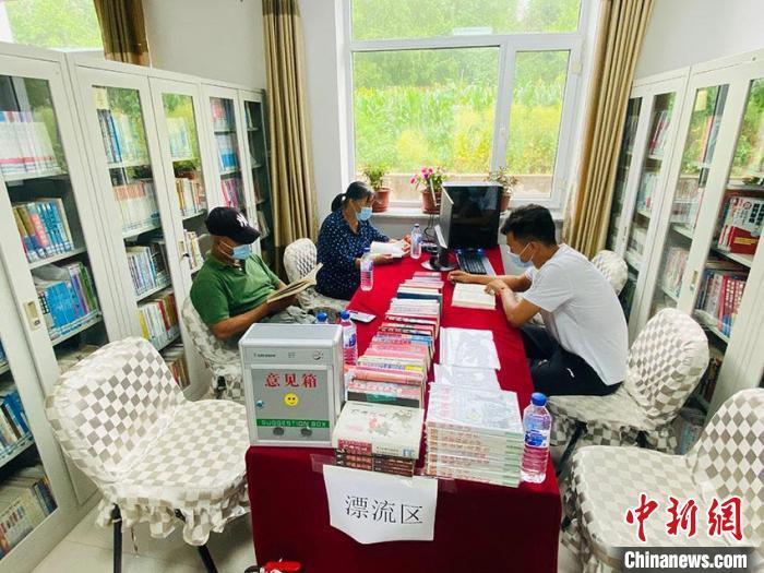 """长春净月高新区玉潭镇东升村""""农家书屋"""" 李丹v 摄"""